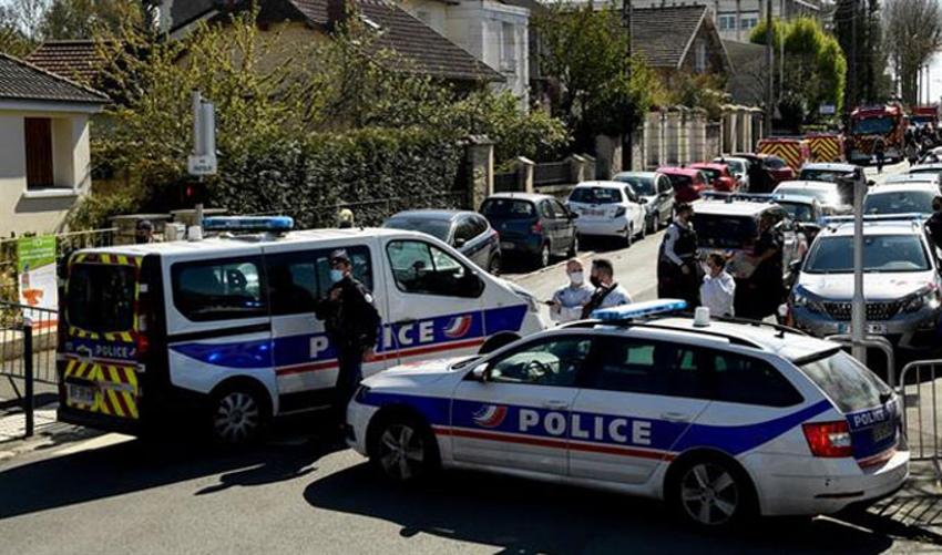 Fransa'da bıçaklı saldırıya uğrayan polis öldü
