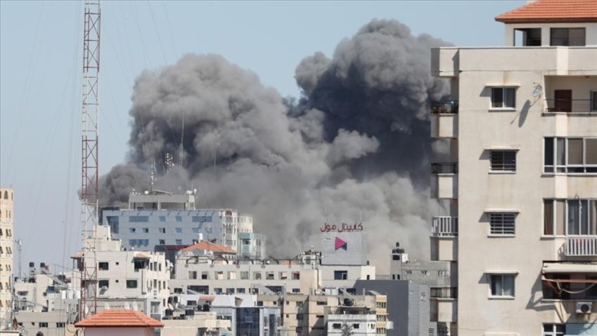 İsrail haber ajanslarının bulunduğu binayı vurdu