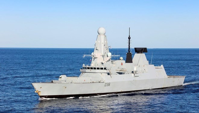 Rusya, Karadeniz'deki İngiliz savaş gemisine uyarı ateşi açtı
