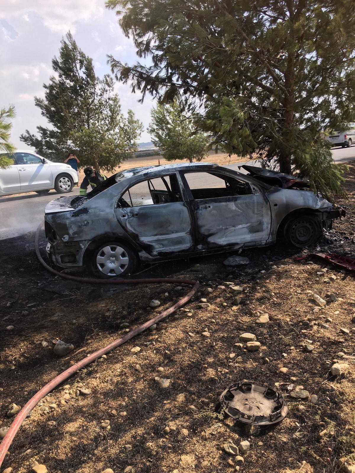 Kaza yapan araç alev aldı: 3 yaralı
